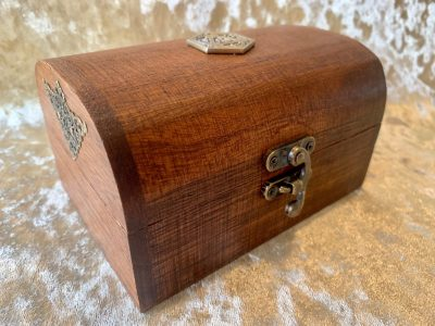 chest-chests-mimic-treasure-jewellery-box-dice-dragons-dungeons-wooden-leather-dragon-dnd-rpg-dice-gift-gifts-grey-2.jpg
